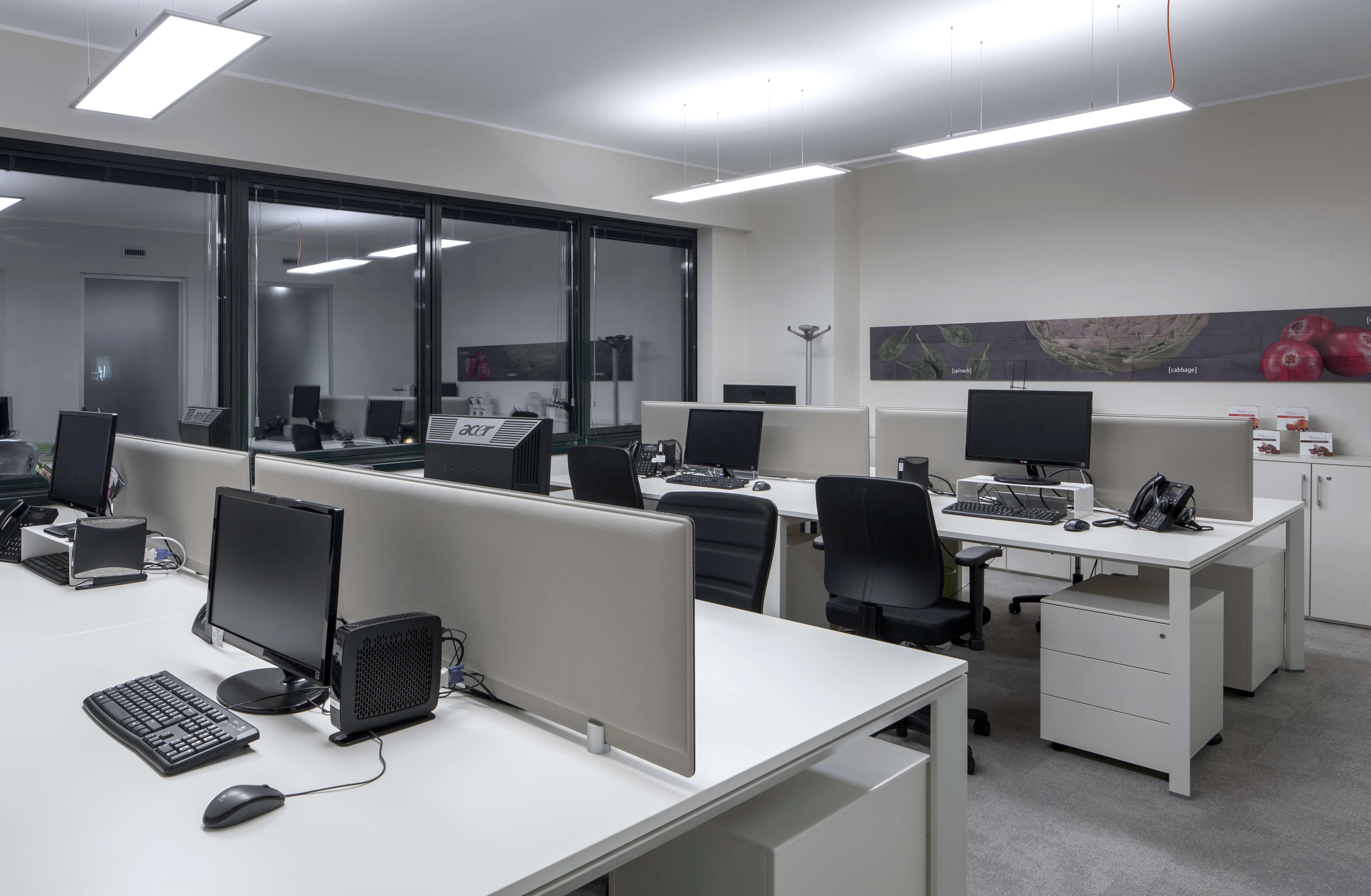 Arredamento uffici juice plus 100 tailor made by level for Industria italiana arredi