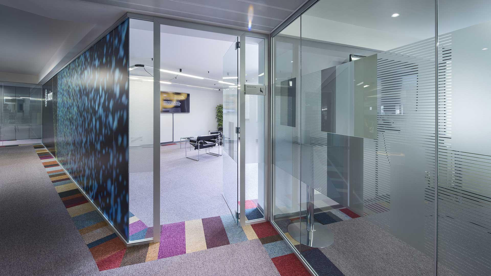 Privacy-visiva-in-ufficio-Indra-headquarter