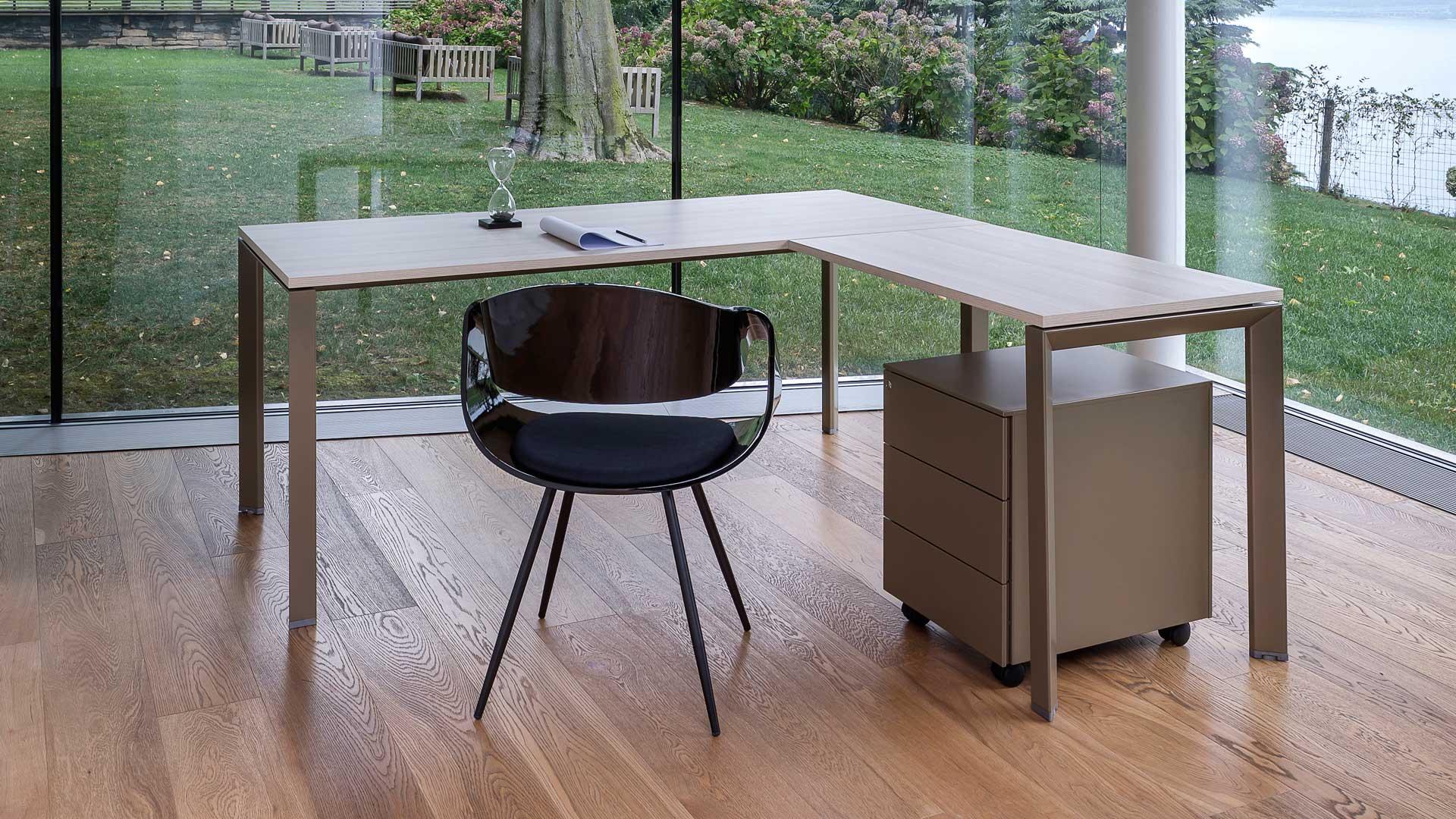 Corner-lavoro-autonomo-scrivania-per-ufficio
