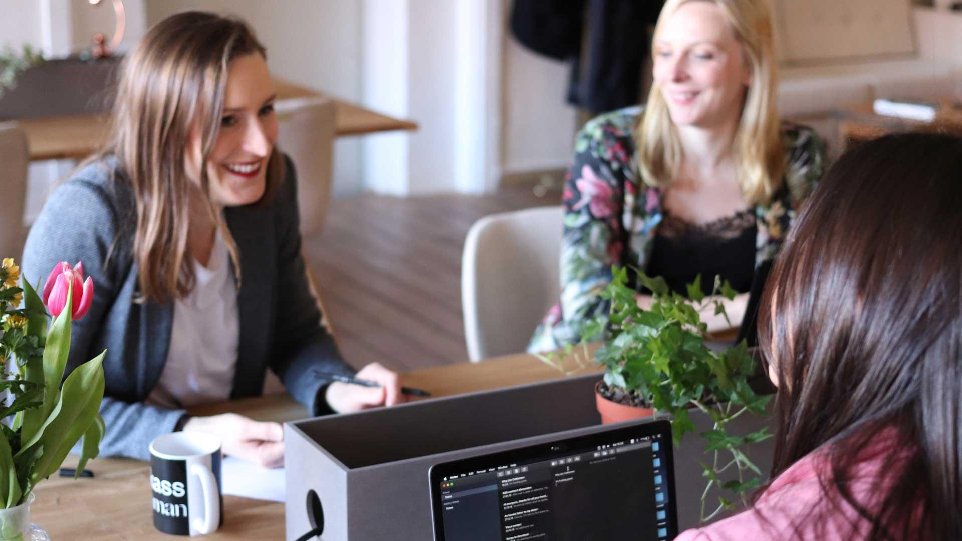 Millennials-al-lavoro-coworking-Level-Office-Landscape