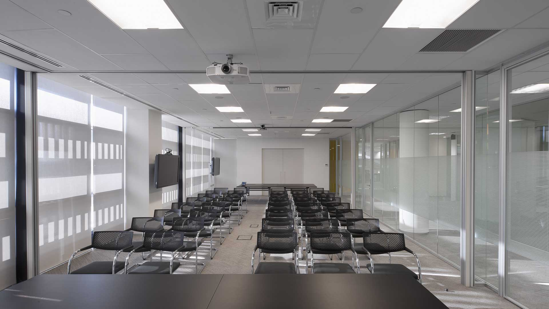 Bausch-Lomb-training-room-aperta-Level-Office-Landscape