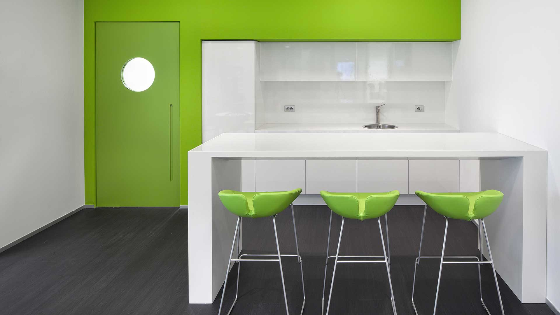 Kitchenette-Bausch-Lomb-Level-Office-Landscape