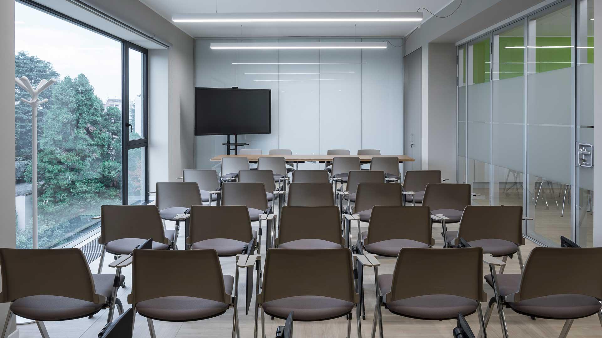 Training-room-digital-board-Ecogenia-Level-Office-Landscape