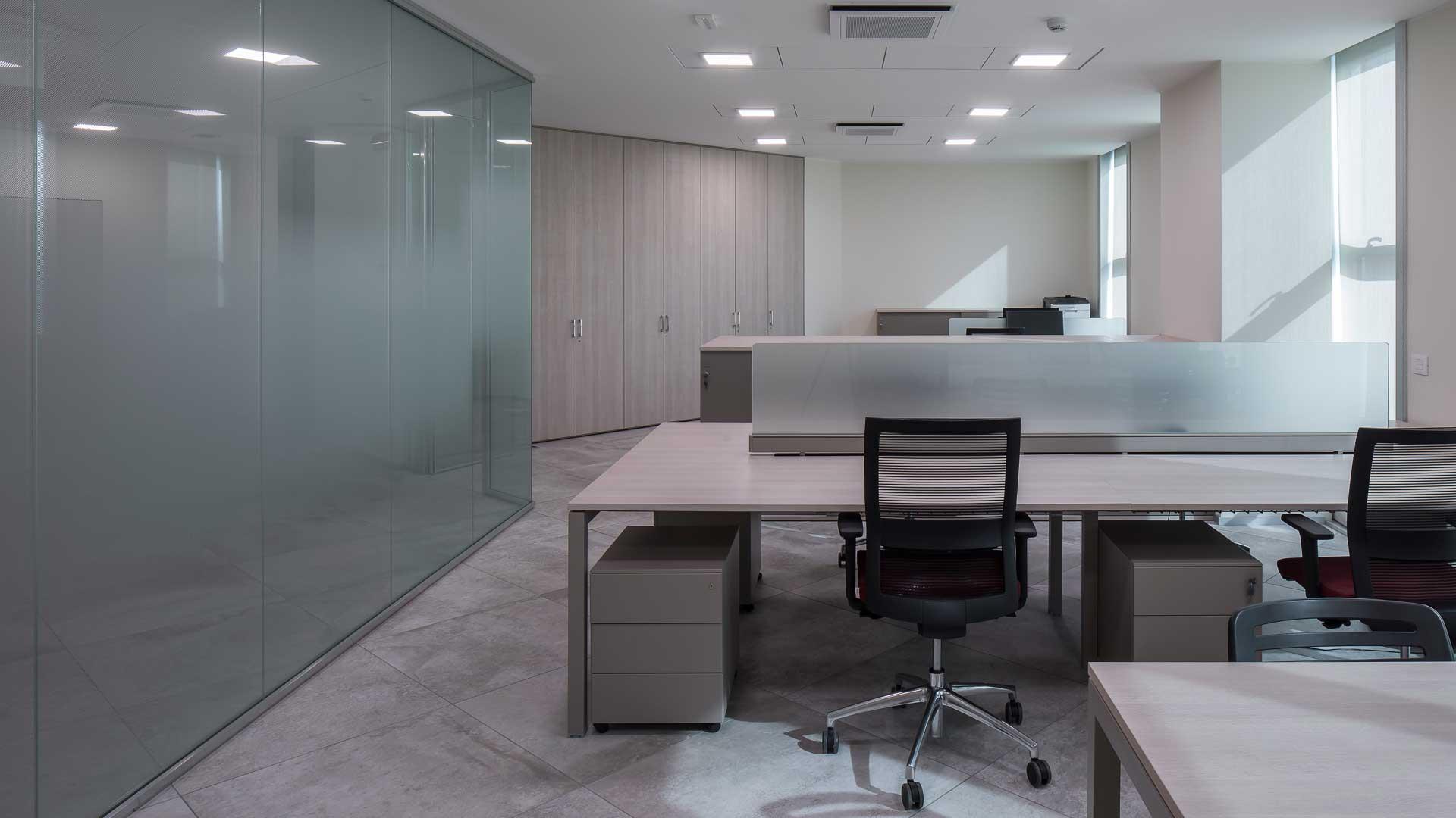 scrivania-ideale-per-ufficio-Viemmeporte-Level-Office-Ladscape