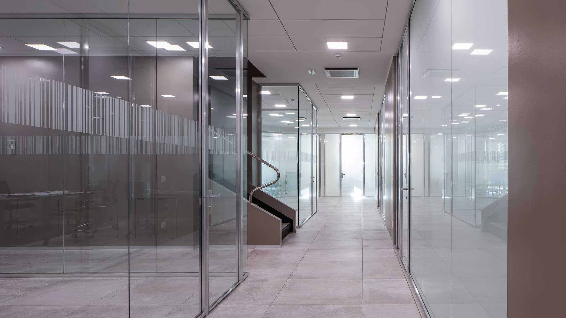 Pareti-divisorie-ufficio-in-vetro-Viemme-Level-Office-Landscape