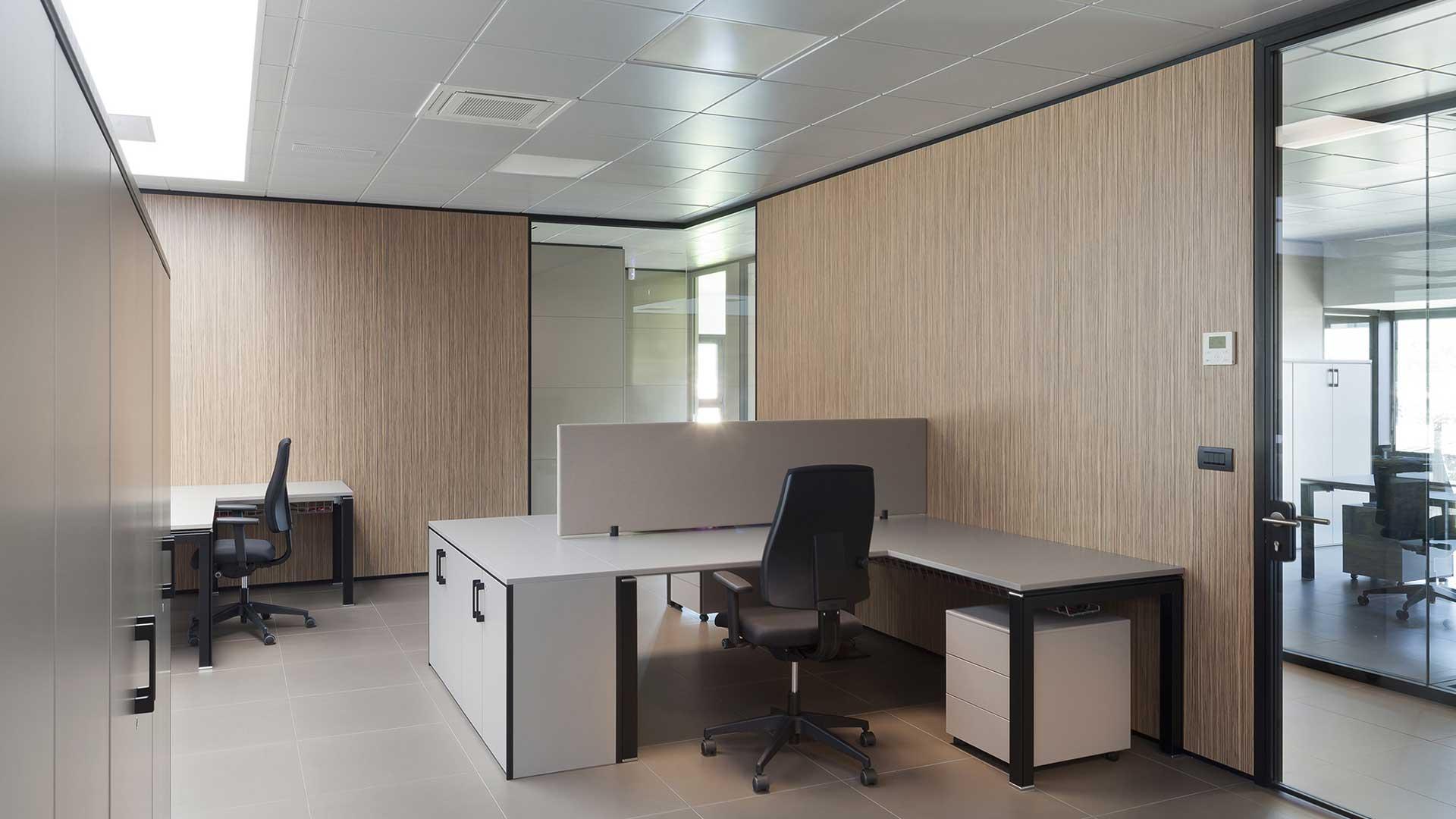 Materiali-per-l'ufficio-Feltro-controsoffitti-divisori-scrivania-Level-Office-Landscape