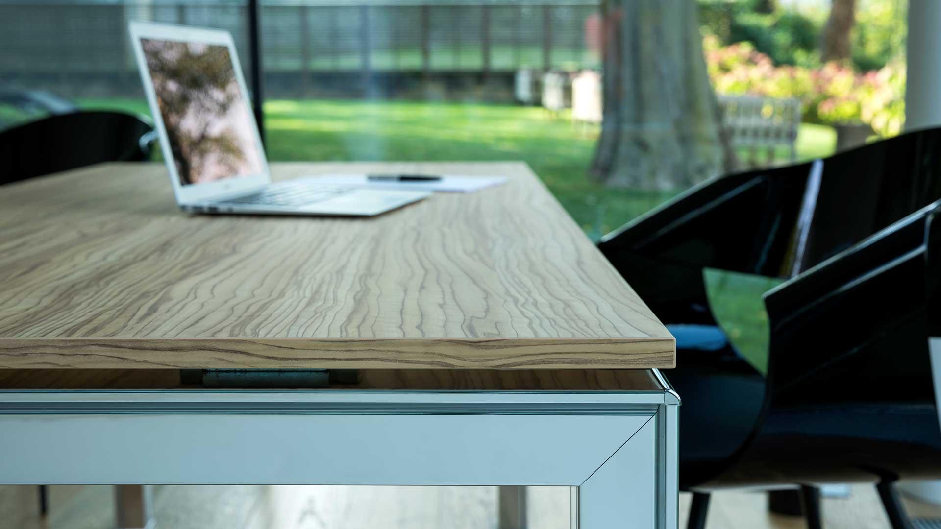 Piano-scrivania-in-melaminico-Level-Office-Landscape